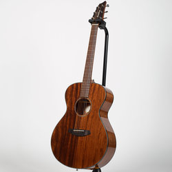 Breedlove Discovery Concert Acoustic Guitar - Mahogany