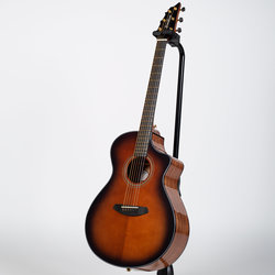Breedlove Performer Concert Acoustic-Electric Guitar - Bourbon
