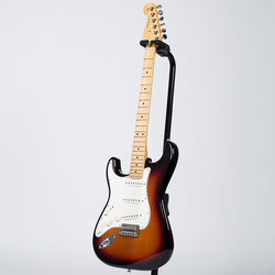 Fender Player Stratocaster - Maple, 3-Color Sunburst, Left